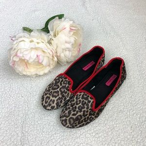 Betsy Johnson flat shoes